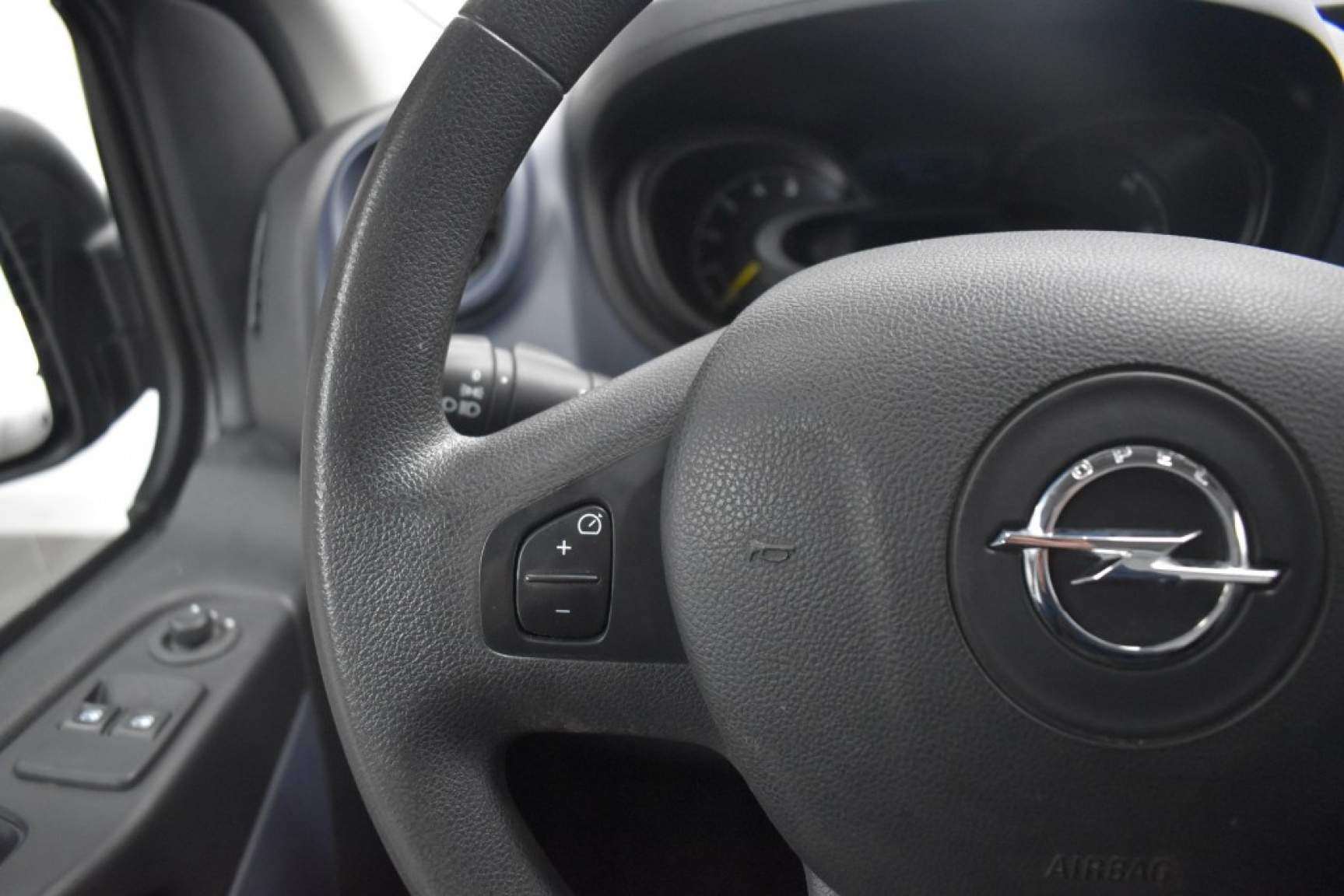 Opel-Vivaro-13